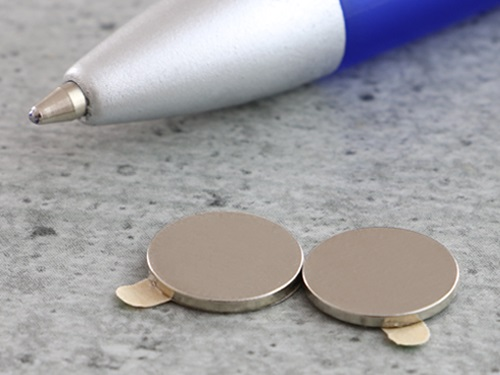 Zelfklevende magneten